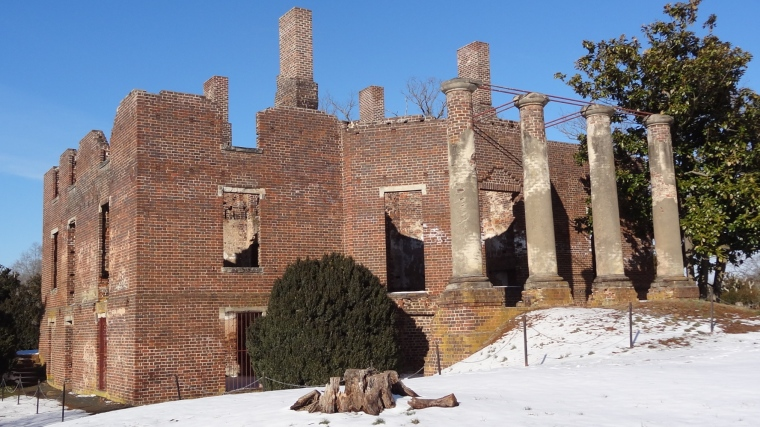 Barboursville_vineyards_ruins_snow